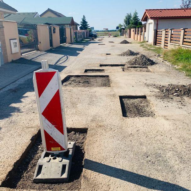 Oprava povrchu Poľnej a Umeleckej ul.