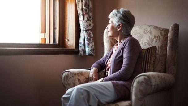 Pomoc s nákupom seniorom, služby terapeutky i hotline Červeného kríža...
