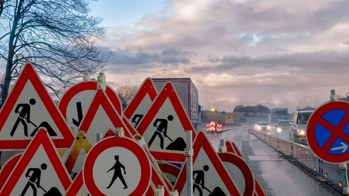Revitalizujeme vodorovné i zvislé dopravné značenie